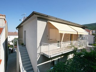 Selce Apartment Sleeps 3 with Air Con - 5464509