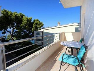 Promajna Apartment Sleeps 4 with Air Con - 5460901