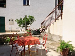 Promajna Apartment Sleeps 2 with Air Con and WiFi - 5460902