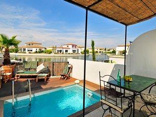 Aigues-Mortes Villa Sleeps 4 with Air Con - 5238361