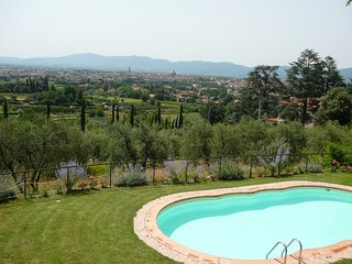 Pistoia Villa Sleeps 10 with WiFi - 5238300