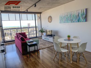 Stylish 2BR Apt ☆Bay Views ☆Parking ☆Netflix ☆Wine