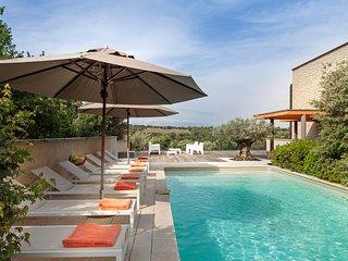 Venasque Villa Sleeps 8 with Air Con and WiFi - 5238424