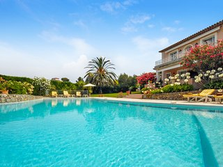 Antibes Villa Sleeps 8 with Pool Air Con and WiFi - 5238476