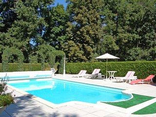 Lencloitre Villa Sleeps 12 with WiFi - 5238433