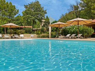 Pernes-les-Fontaines Villa Sleeps 12 with Pool Air Con and WiFi - 5238435