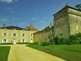 Granges-d'Ans Villa Sleeps 17 with WiFi - 5238437