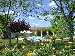 Sainte-Colombe-de-Duras Villa Sleeps 6 with WiFi - 5238439