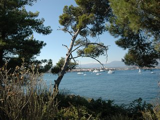 Antibes Villa Sleeps 6 with Air Con and WiFi - 5238500