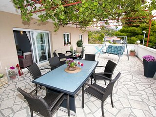 Omis Apartment Sleeps 9 with Air Con and WiFi - 5463284