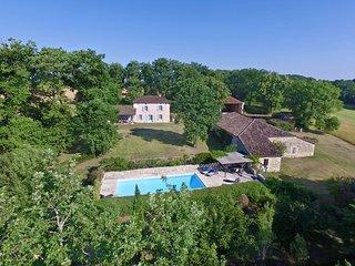 Touffailles Villa Sleeps 8 with WiFi - 5238529
