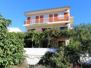 Kastel Stari Apartment Sleeps 8 with Air Con and WiFi - 5756064