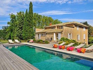 Saignon Villa Sleeps 10 with WiFi - 5238536