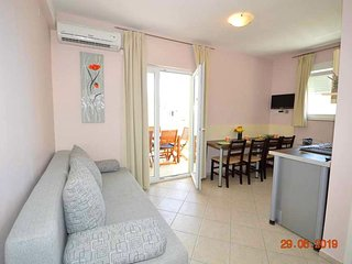 Pakostane Apartment Sleeps 6 with Pool Air Con and WiFi - 5807290