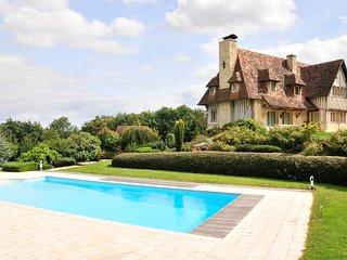Beaumont-en-Auge Villa Sleeps 11 with WiFi - 5238551