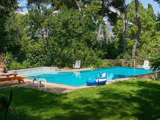 Saint-Jean-Cap-Ferrat Villa Sleeps 7 with Pool and WiFi - 5238578