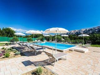 Baska Apartment Sleeps 4 with Pool Air Con and WiFi - 5464217