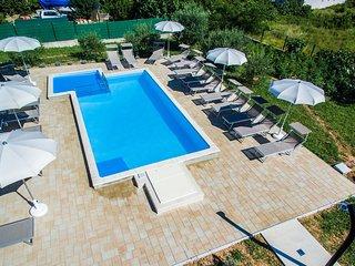 Baska Apartment Sleeps 4 with Pool Air Con and WiFi - 5464224