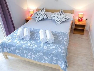 Novalja Apartment Sleeps 6 with Air Con - 5791584