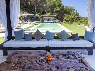Can Codolar Villa Sleeps 8 with Pool Air Con and WiFi - 5805559