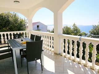 Smokvica Apartment Sleeps 6 with Air Con and WiFi - 5490307