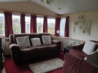 2 bed static caravan for hire sleeps 4 with private garden and parking for 2 car
