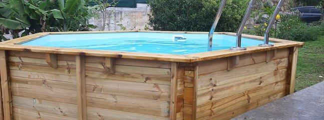 Bungalow bien situé pour 4 personnes **TARIF PROMO** spécial aménagement jardin, location de vacances à Baie-Mahault