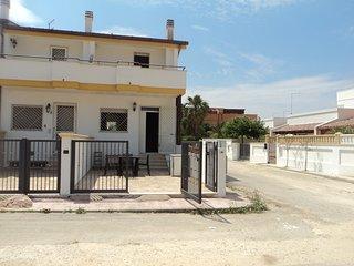 Villetta a schiera p.r. cucina pranzo, 1°p. 2 camere e WC, piano s. tavernetta