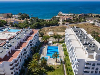 T2 Vista Mar/Piscina 600m praia