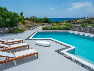 Paros Villa Sleeps 8 with Pool and Air Con - 5478609