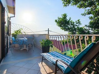 Maslinica Apartment Sleeps 3 with Air Con and WiFi - 5459777
