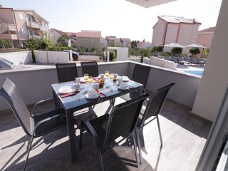 Novalja Apartment Sleeps 6 with Pool Air Con and WiFi - 5792722