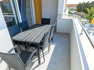 Novalja Apartment Sleeps 6 with Pool and Air Con - 5792690