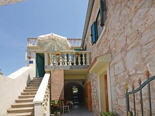 Sutomiscica Apartment Sleeps 5 with Pool Air Con and WiFi - 5472094