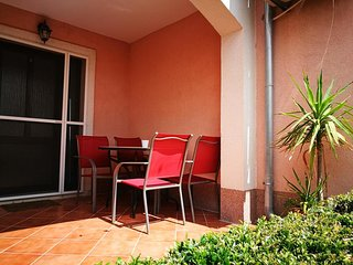 Betina Apartment Sleeps 2 with Air Con - 5789830
