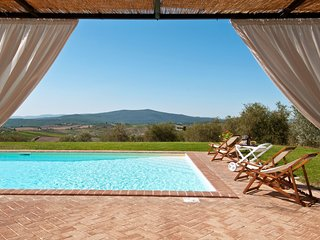 San Leonino Villa Sleeps 12 with Pool and WiFi - 5696022