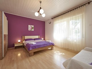 Trogir Apartment Sleeps 4 with Air Con - 5471676