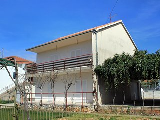 Vrsine Holiday Home Sleeps 9 with Air Con and WiFi - 5463963