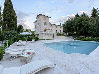 Botinaccio Villa Sleeps 10 with Pool Air Con and WiFi - 5778203