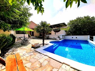 Carevici Holiday Home Sleeps 10 with Pool Air Con and WiFi - 5779670