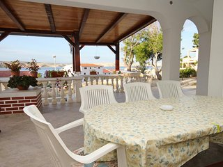 Kustici Apartment Sleeps 4 with Air Con and WiFi - 5465712