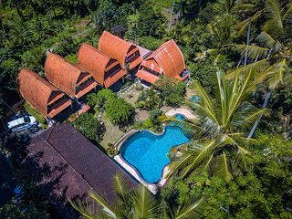 6 Bedroom Balinise style Private Pool Villa+Breakfast inclusive
