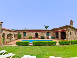 Platja d'Aro Villa Sleeps 8 with Pool and Free WiFi - 5509563