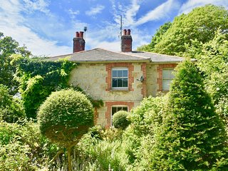 Enchanting Coastal and Rural Victorian Cottage, South of the Isle of Wight