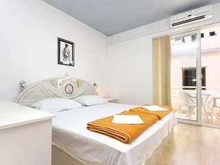 Promajna Apartment Sleeps 5 with Air Con and WiFi - 5606391