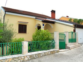 Mali Losinj Apartment Sleeps 5 with Air Con and WiFi - 5471315