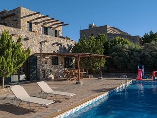 Livadia Villa Sleeps 9 with Pool Air Con and Free WiFi - 5767337