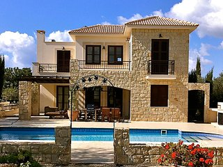 Villa Lysos (30), charming villa with private pool and golf course views