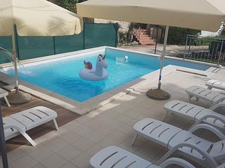 Rakotule Holiday Home Sleeps 8 with Pool and Air Con - 5466896