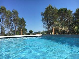 villaparadise83:une superbe villa à louer, proche Frejus et golf deTerre Blanche